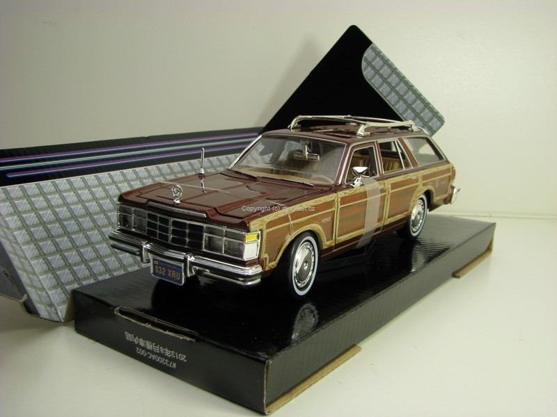 Chrysler LeBaron Town & Country 1979 Brown 1:24 Motor Max